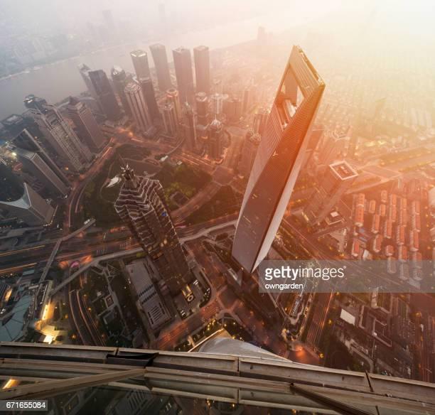 aerial view of shanghai landmarks - shanghai world financial center - fotografias e filmes do acervo