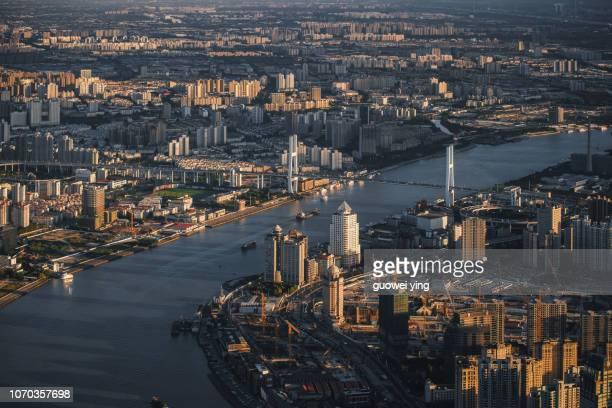 aerial view of shanghai lujiazui financial - rio huangpu - fotografias e filmes do acervo