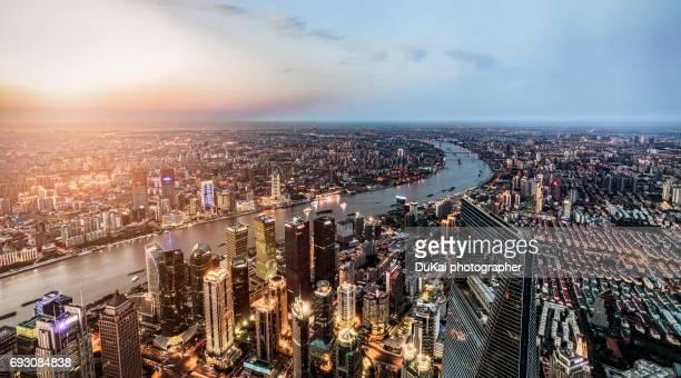 aerial view of shanghai - rio huangpu - fotografias e filmes do acervo