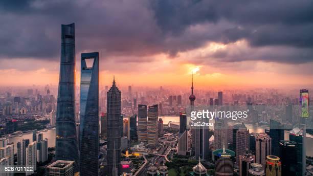 vista aérea de xangai - shanghai world financial center - fotografias e filmes do acervo