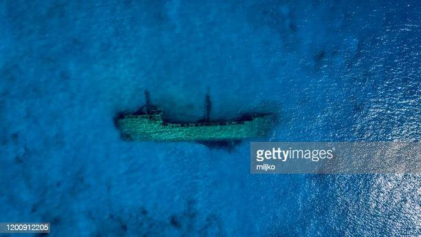 aerial view of shipwreck underwater - sunken stock pictures, royalty-free photos & images