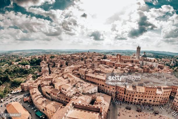veduta aerea di siena - abbazia foto e immagini stock