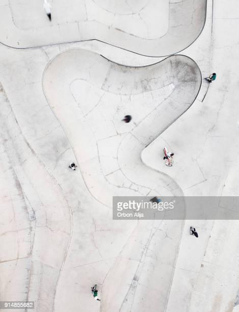 luchtfoto van skatepark - skateboardpark stockfoto's en -beelden