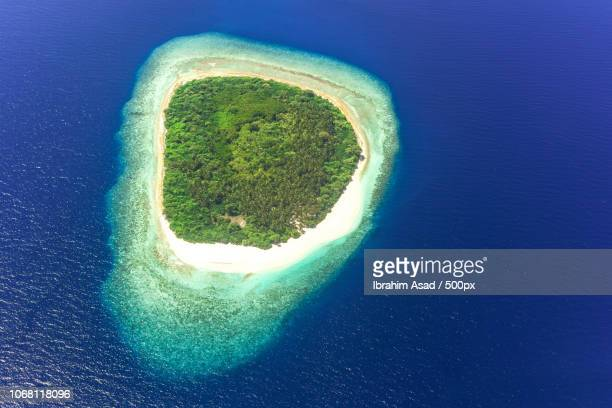 aerial view of small island, maldives - island stock pictures, royalty-free photos & images