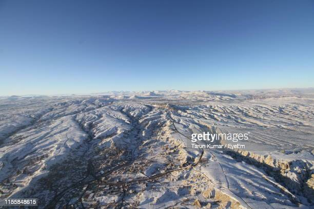 aerial view of snowcapped mountains against clear blue sky - ネヴシェヒル県 ストックフォトと画像
