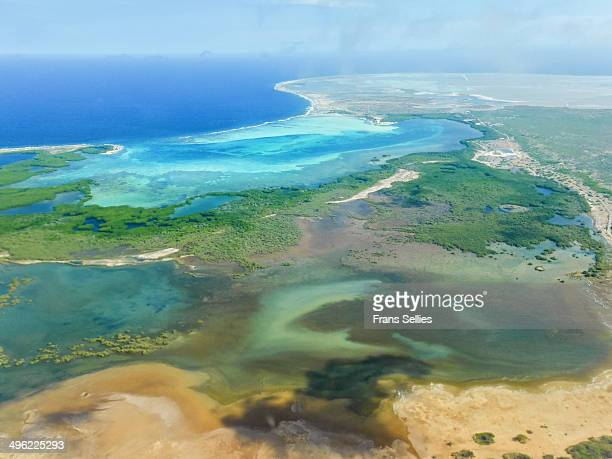aerial view of southern bonaire around lac bay - ボネール島 ストックフォトと画像