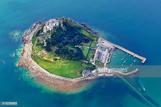aerial view of st michael's mount - st michael's mount stock pictures, royalty-free photos & images