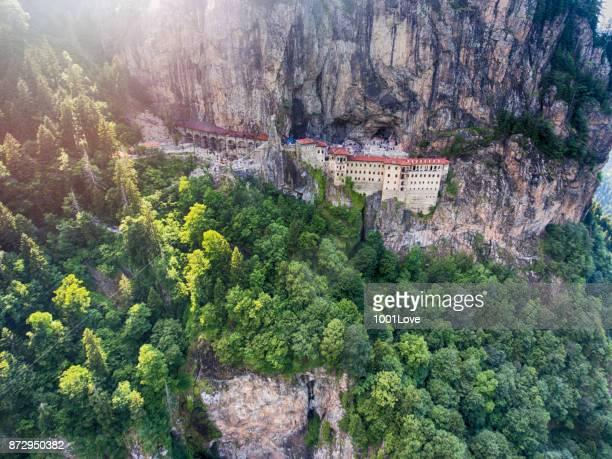 Vista aérea del monasterio de Sumela en Trabzon, Turquía.