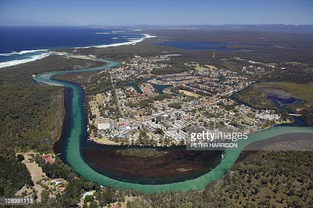 aerial view of sussex inlet, nsw, australia - bras de mer caractéristiques côtières photos et images de collection
