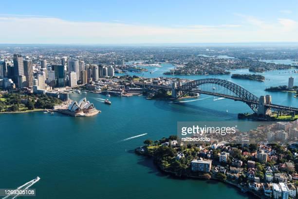 vista aérea do porto de sydney em sydney, austrália - sydney - fotografias e filmes do acervo