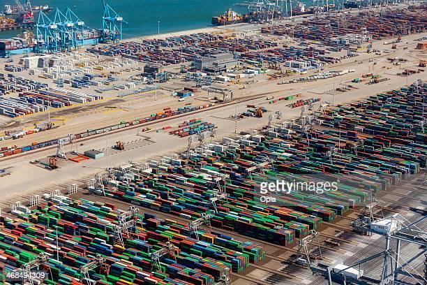 vista aerea dell'apm container terminal di rotterdam, netherla - banchina foto e immagini stock