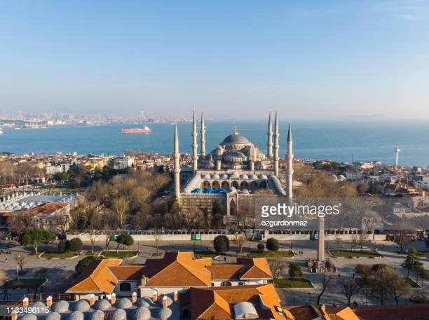 vista aérea de la mezquita azul (sultan ahmed camii) - mezquita fotografías e imágenes de stock