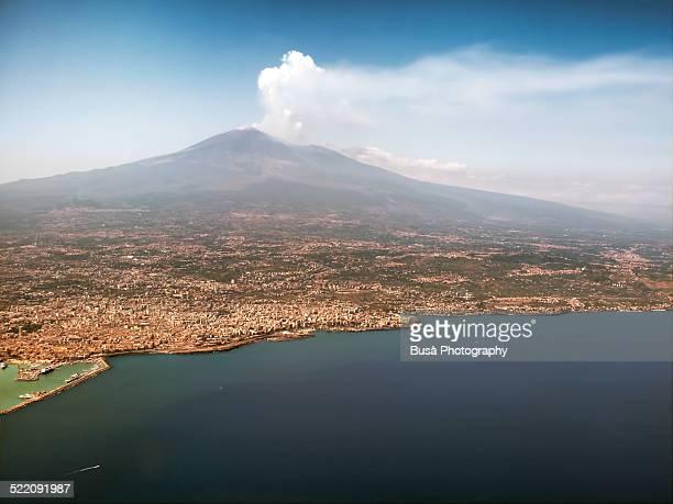 aerial view of the catania bay and mount etna - mt. etna - fotografias e filmes do acervo