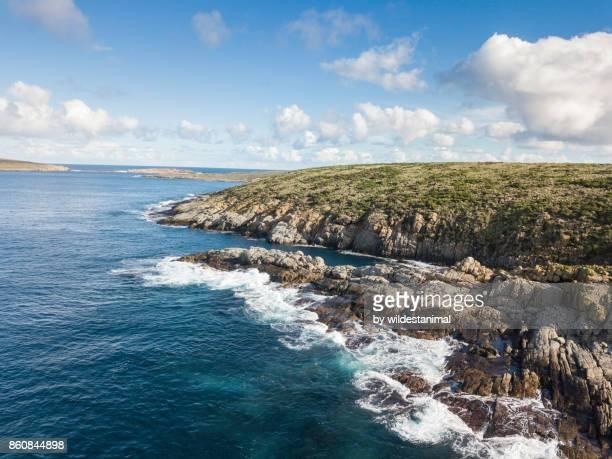 aerial view of the coastline of north neptune island in the late afternoon, south australia. - ilha netuno - fotografias e filmes do acervo