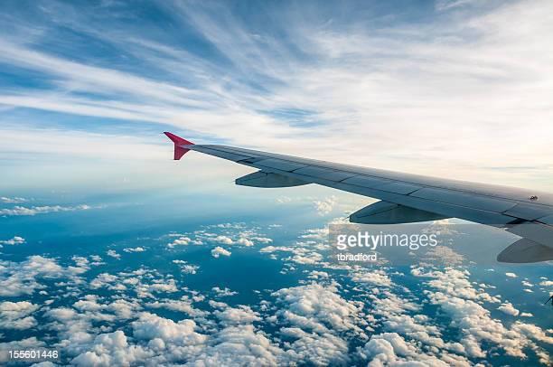 Vista aérea de la Tierra desde la ventana de avión