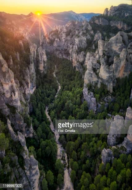 日没時のパリサルのガビーの空中写真、ポート・ド・ベセイト、アラゴン、スペイン - アラゴン ストックフォトと画像