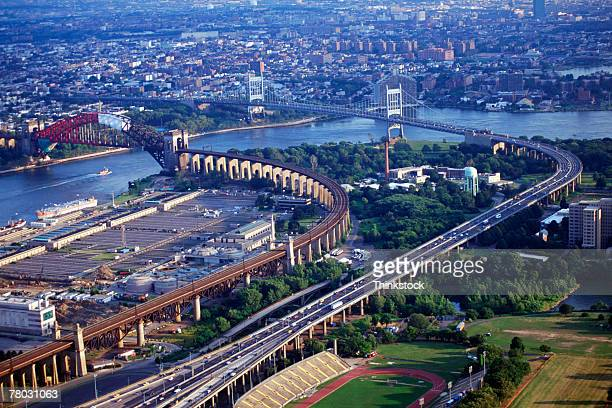 aerial view of the hell's gate bridge and the triboro bridge in new york city. - east harlem - fotografias e filmes do acervo