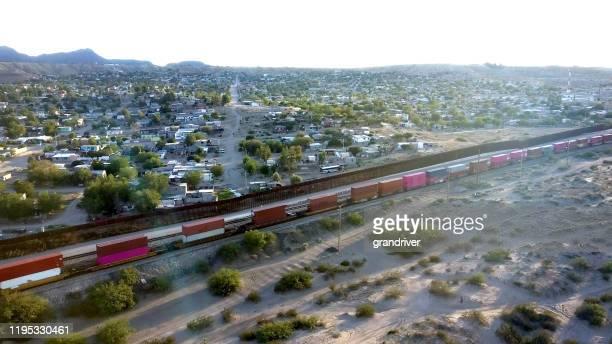 ニューメキシコ州とチワワ州の間の国際国境の航空写真 - シウダッドフアレス ストックフォトと画像
