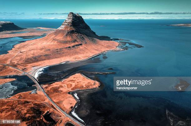 aerial view of the kirkjufell mountain - islanda foto e immagini stock