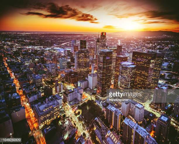 aerial view of the los angeles downtown at dusk - cidade de los angeles imagens e fotografias de stock