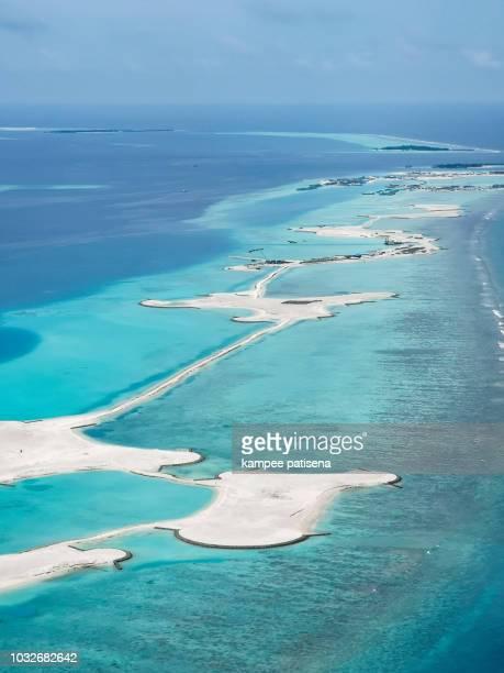 aerial view of the maldives - océan indien photos et images de collection