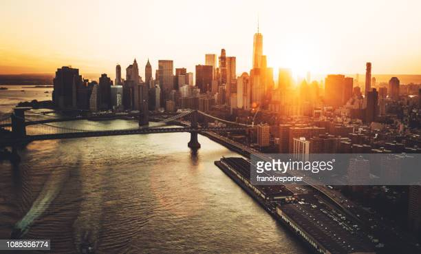 luchtfoto van de skyline van manhattan - new york city stockfoto's en -beelden