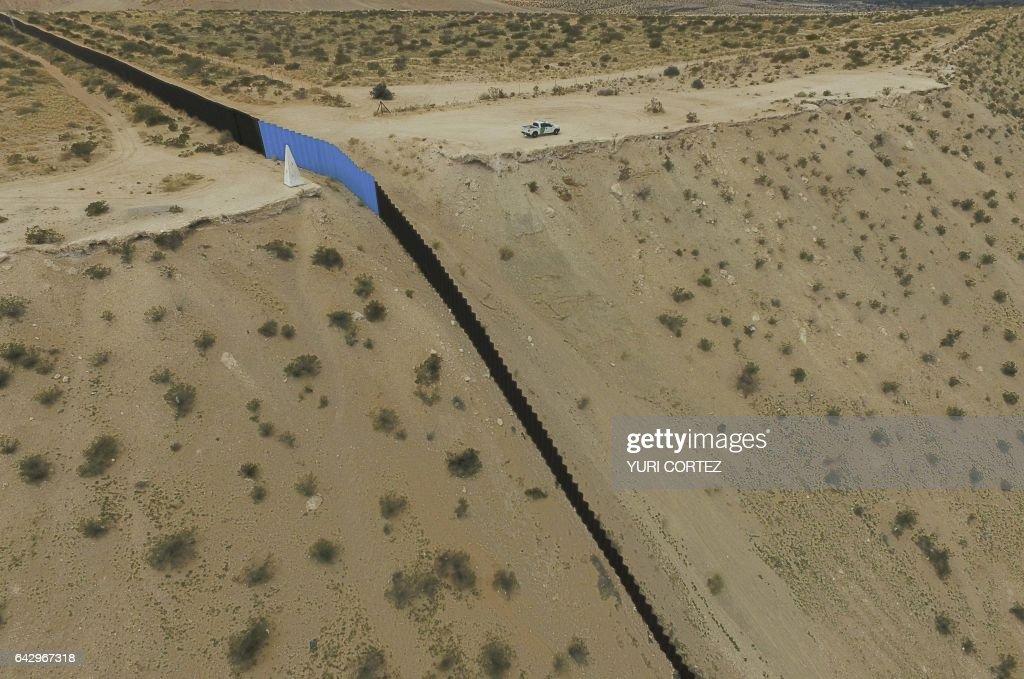 TOPSHOT-MEXICO-US-BORDERPROJECT2017 : News Photo