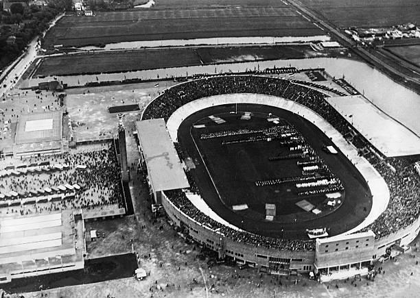 منظر جوي للاستاد الأولمبي في أمستردام خلال حفل افتتاح الألعاب الأولمبية عام 1928