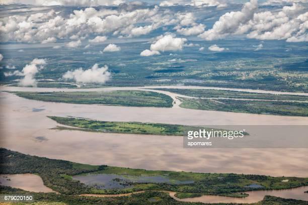 Antena vista del río Orinoco cerca de Puerto Ordaz, Venezuela