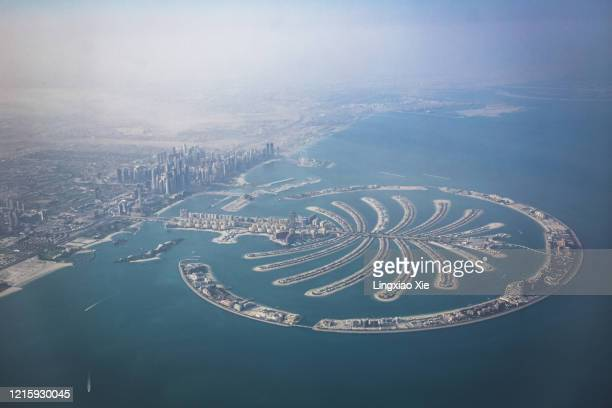 aerial view of the palm jumeirah in palm island seen from airplane, dubai, united arab emirates - gulf countries photos et images de collection