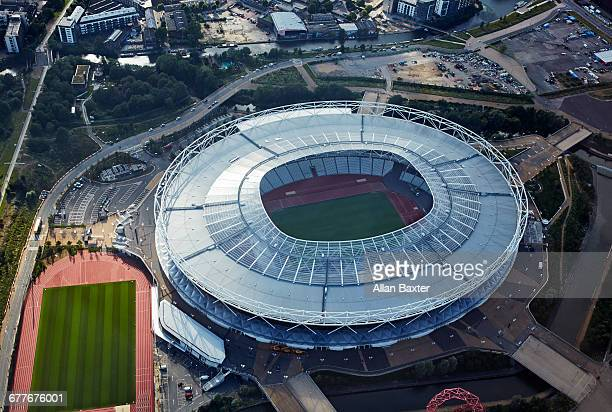 aerial view of the redeveloped olympic stadium - estádio olímpico estádio - fotografias e filmes do acervo