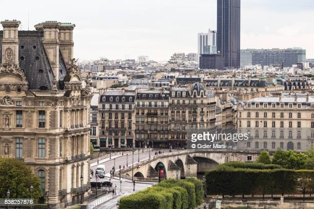 aerial view of the roofs of paris and part of the louvre palace - チュイルリー地区 ストックフォトと画像