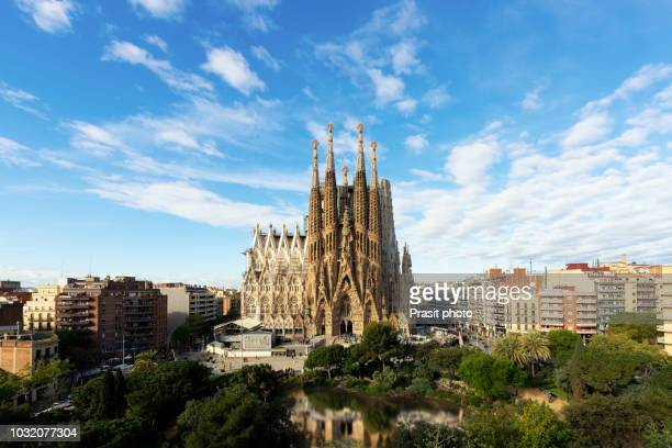 aerial view of the sagrada familia, a large roman catholic church in barcelona, spain, designed by catalan architect antoni gaudi. - barcelona spain stock pictures, royalty-free photos & images