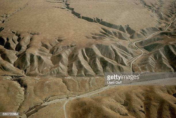 aerial view of the san andreas fault - san andreas fault stock pictures, royalty-free photos & images