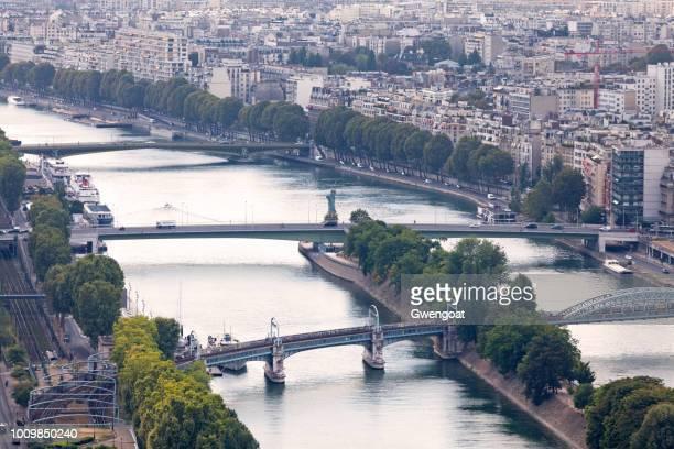 vista aérea del río sena en parís - gwengoat fotografías e imágenes de stock