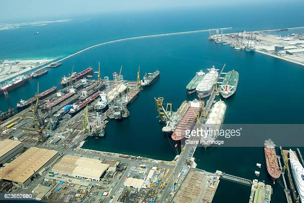 aerial view of the shipping port in dubai - claire plumridge stock pictures, royalty-free photos & images