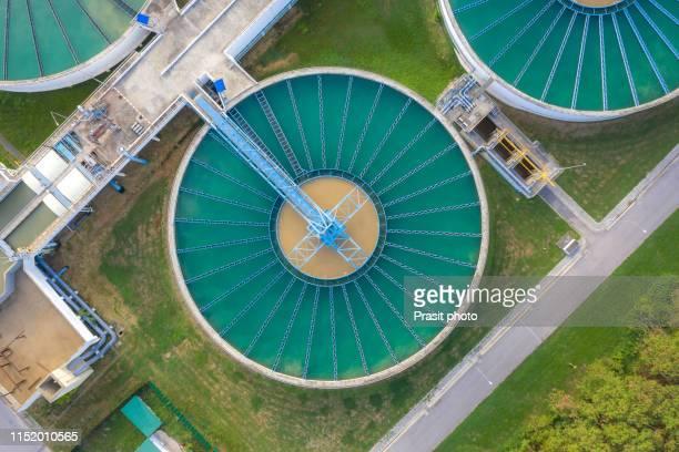 aerial view of the solid contact clarifier tank type sludge recirculation process in water treatment plant - estação de tratamento de esgotos imagens e fotografias de stock