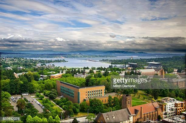 aerial view of the university of washington - ワシントン大学 ストックフォトと画像