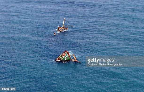 aerial view of the wreck of a ship - sunken stock pictures, royalty-free photos & images
