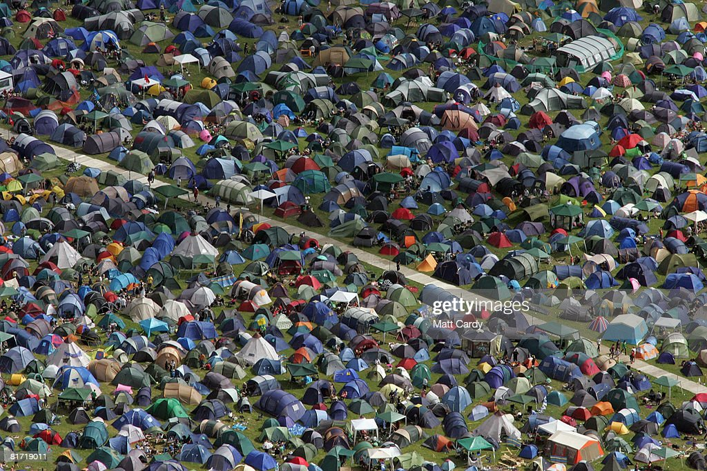 First Fans Arrive At Glastonbury Festival : News Photo
