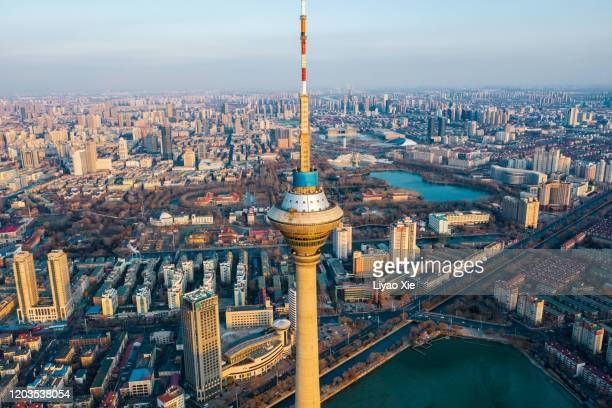 aerial view of tianjin radio and television tower - liyao xie photos et images de collection