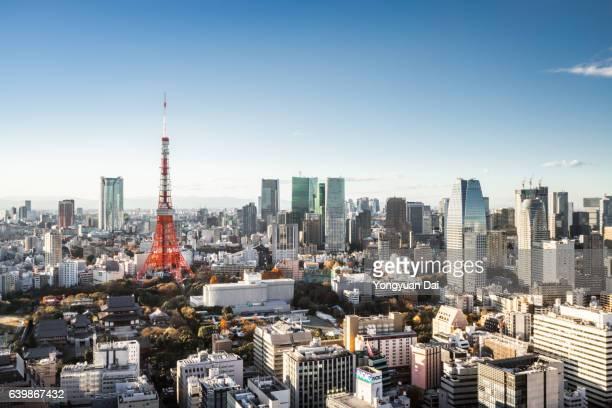 aerial view of tokyo skyline - financieel district stockfoto's en -beelden