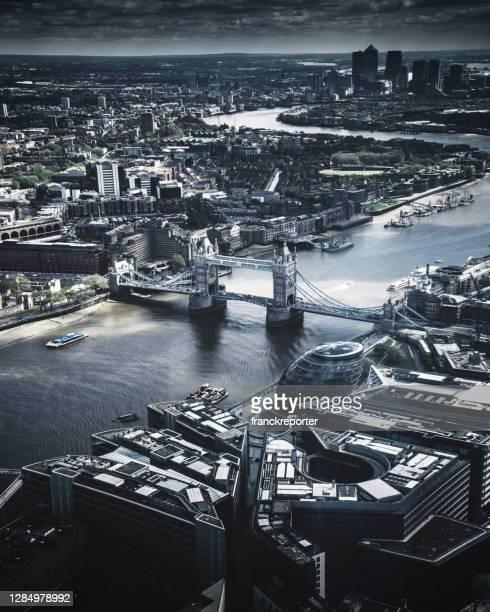 flygfoto över tornbron - greater london bildbanksfoton och bilder