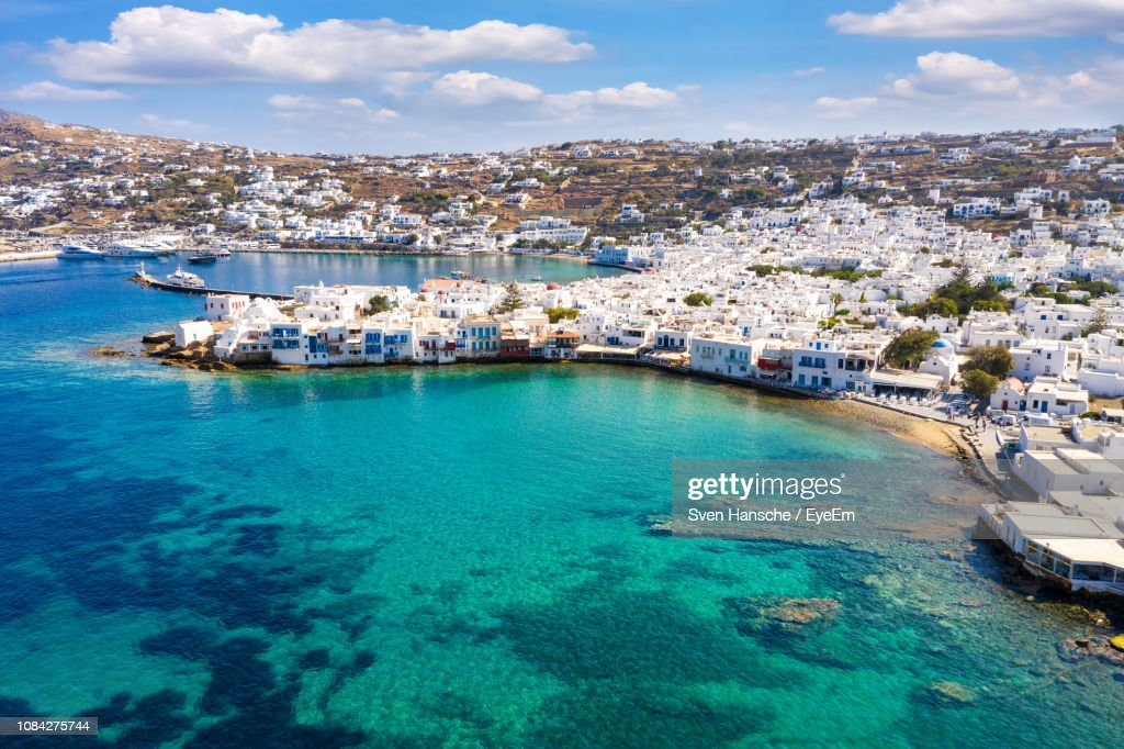 Aerial View Of Townscape By Sea Against Sky : Stockfoto