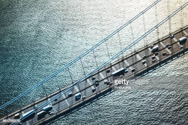 luchtfoto van het verkeer op de george washington bridge in new york - brug mens gemaakte bouwwerken stockfoto's en -beelden