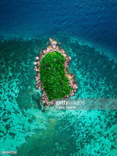 aerial view of tropical island, koh lipe, thailand - isla fotografías e imágenes de stock
