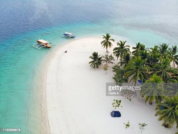 aerial view of tropical island - paisajes de filipinas fotografías e imágenes de stock