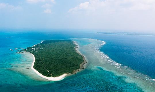 Aerial view of tropical island with coral reef, Panari, Yaeyama Islands, Japan - gettyimageskorea