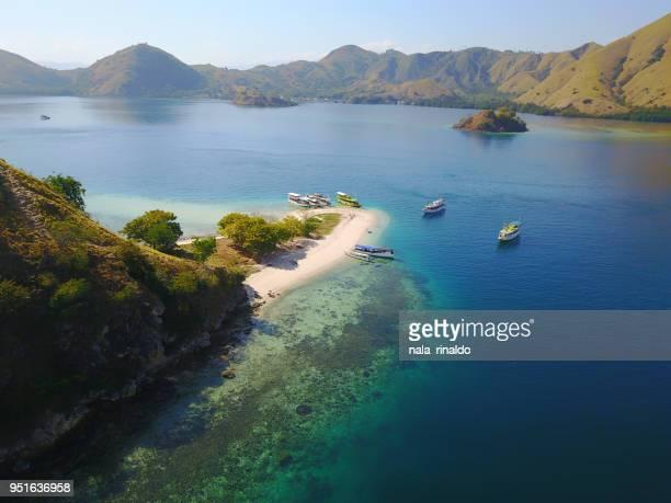 aerial view of tropical islands, pulau kelor, east nusa tenggara, indonesia - east nusa tenggara stock pictures, royalty-free photos & images