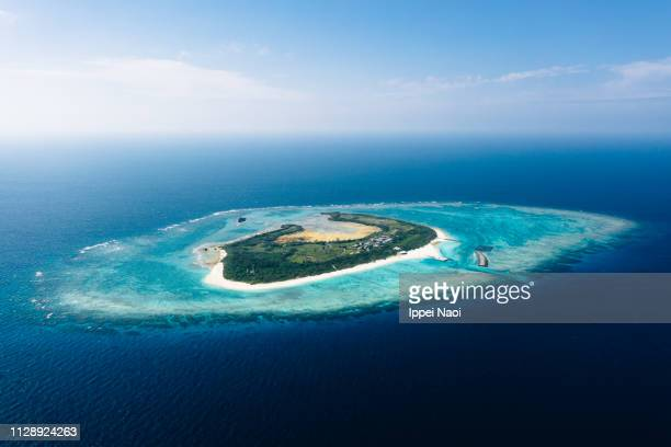 aerial view of tropical japanese island with coral reef and blue water, okinawa - pacific ocean stock pictures, royalty-free photos & images